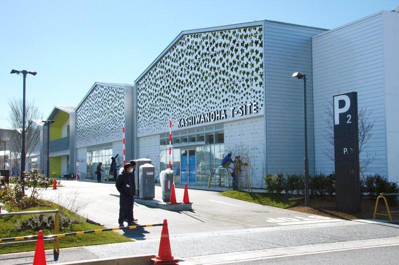 KASHIWANOHA T-SITE マガジンストリート東側