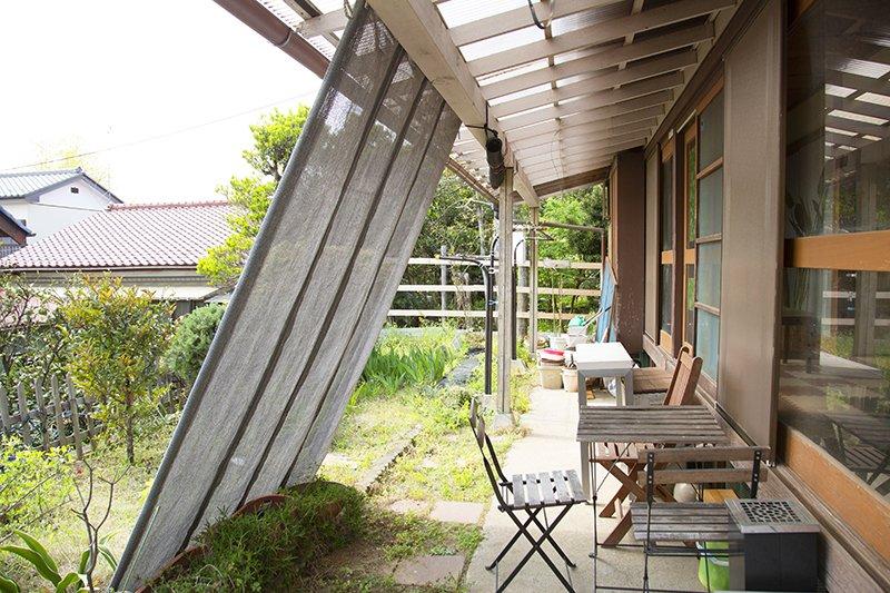 縁側にも屋根を設置。雨でも安心のバーベキュースペース