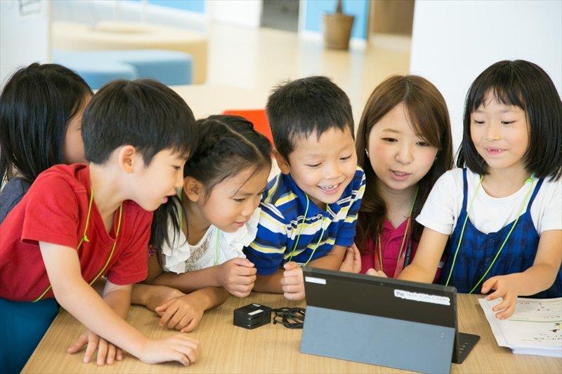 小学生向けのプログラミング教室<br />「テックキッズスクール」
