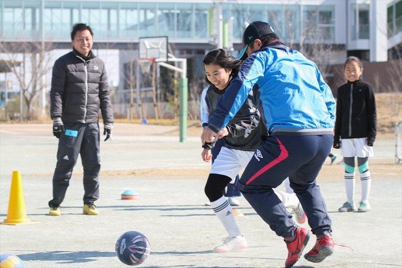 年齢も性別も越えて、サッカーを楽しむ