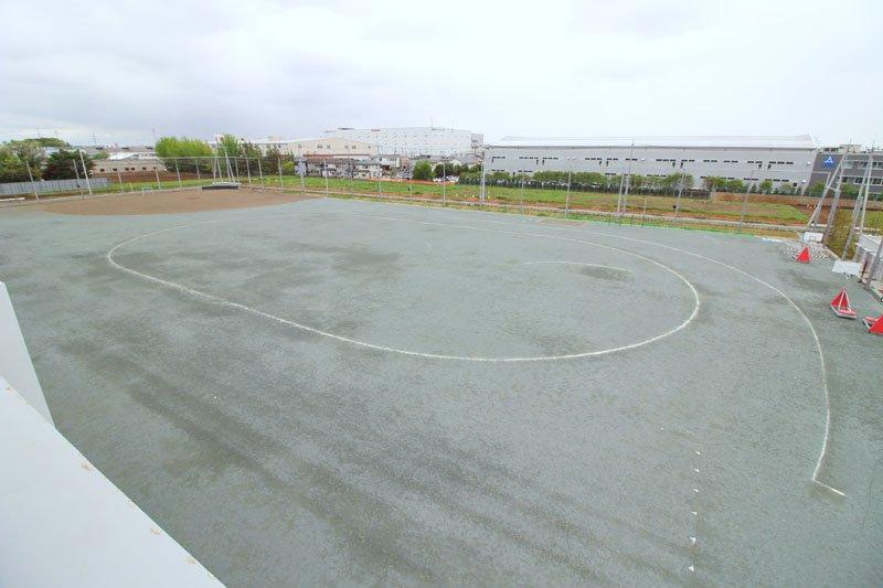 100mの直線走路がある、広い校庭