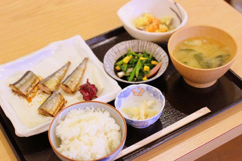 4種類から選べる主菜1品に副菜2~4品が付くランチ