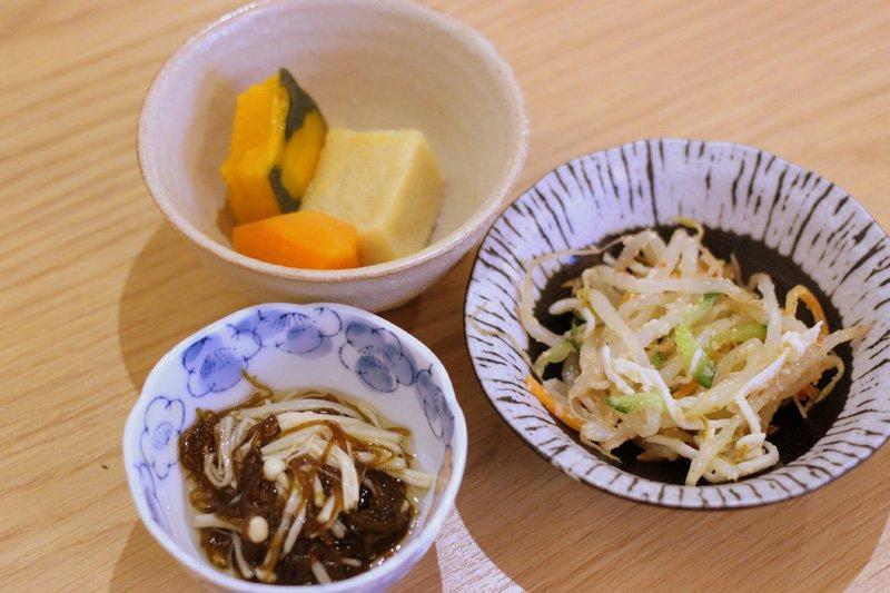 煮物や酢の物など昔ながらの家庭的なお惣菜
