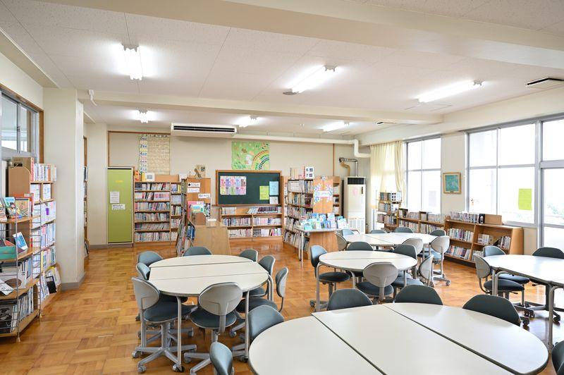 新校舎の図書室